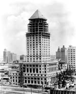 Le Miami-Dade County Courthouse en cours de construction (1927)